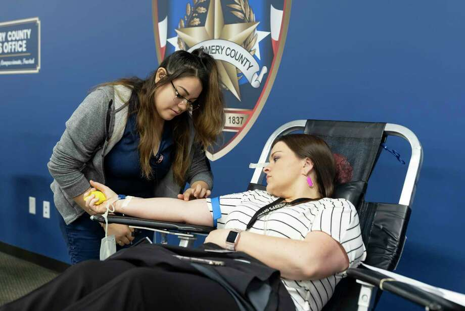 Yesica Alvarado looks for a proper injection sight on Bethany Rivera, supervisor for open records, during a blood drive held at the Montgomery County Sheriff's Office, Tuesday, March 31, 2020. An estimated 180 units worth of blood was donated to the Gulf Coast Regional Blood Bank through MCSO. Photo: Gustavo Huerta, Houston Chronicle / Staff Photographer / Houston Chronicle © 2020
