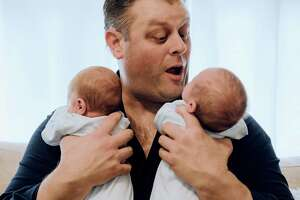 Chris Tillett with his 5-month-old twin sons before he contracted coronavirus.