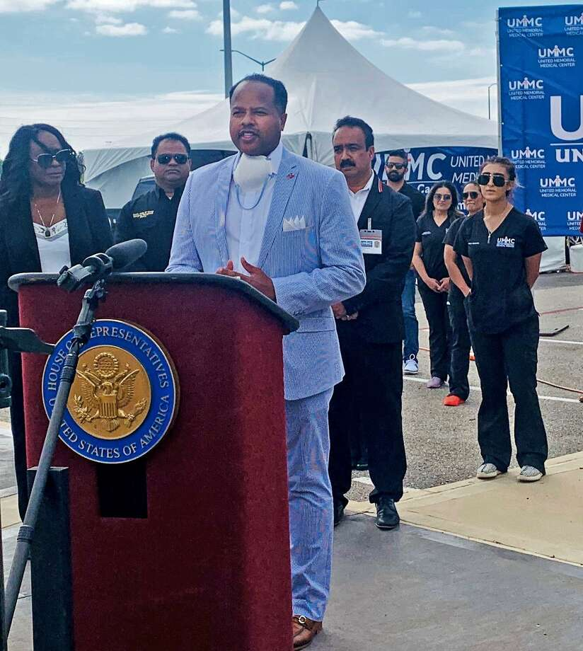 State Rep. Ron Reynolds and Congresswoman Shelia Jackson Lee and local officials gathered for apress conference to announce the opening of a free COVID-19 testing site at Sugar Land's Smart Financial Centre on Tuesday, March 31. Photo: Submitted