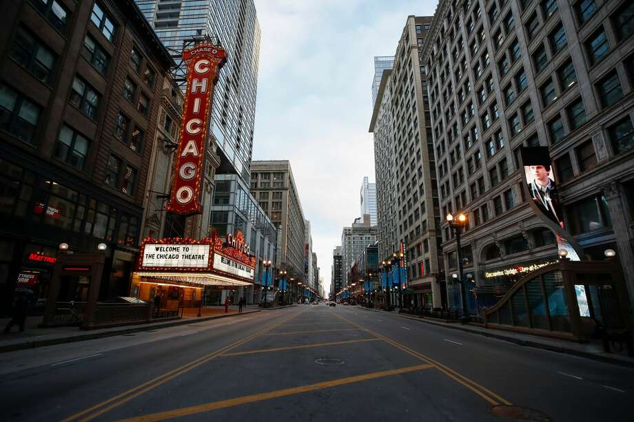 Closed Chicago Theatre is seen in Chicago, Illinois, on March 21, 2020. Photo: KAMIL KRZACZYNSKI/AFP Via Getty Images