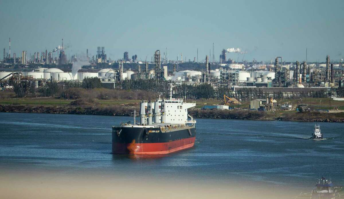 Although the Houston Ship Channel needs dredging, the authors note, plans call for pollution-causing deisel equipment.