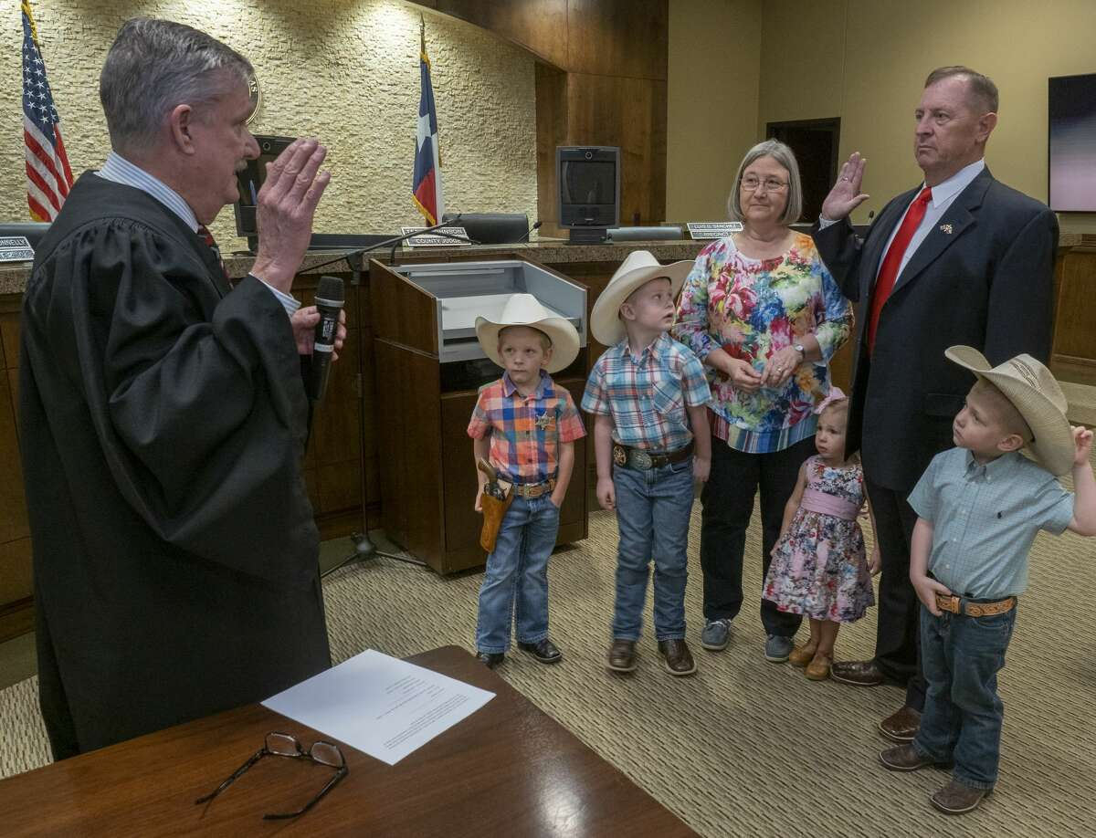 Judge David Lindemood performs the swearing in ceremony 04/01/2020 as David Criner, with wife Judy and grandchildren, is sworn in as the new Midland County Sheriff. Tim Fischer/Reporter-Telegram