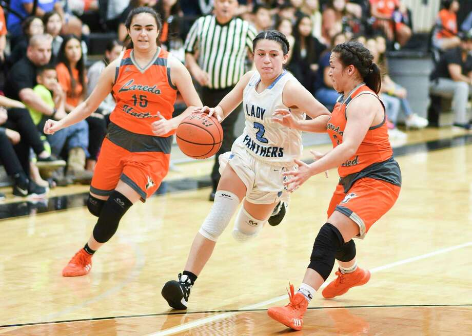 United South's Angelina Lopez — who led the city averaging 15 points per game — was named the VYPE South Texas Girls Public School Basketball Player of the Year on Wednesday. Photo: Danny Zaragoza /Laredo Morning Times File