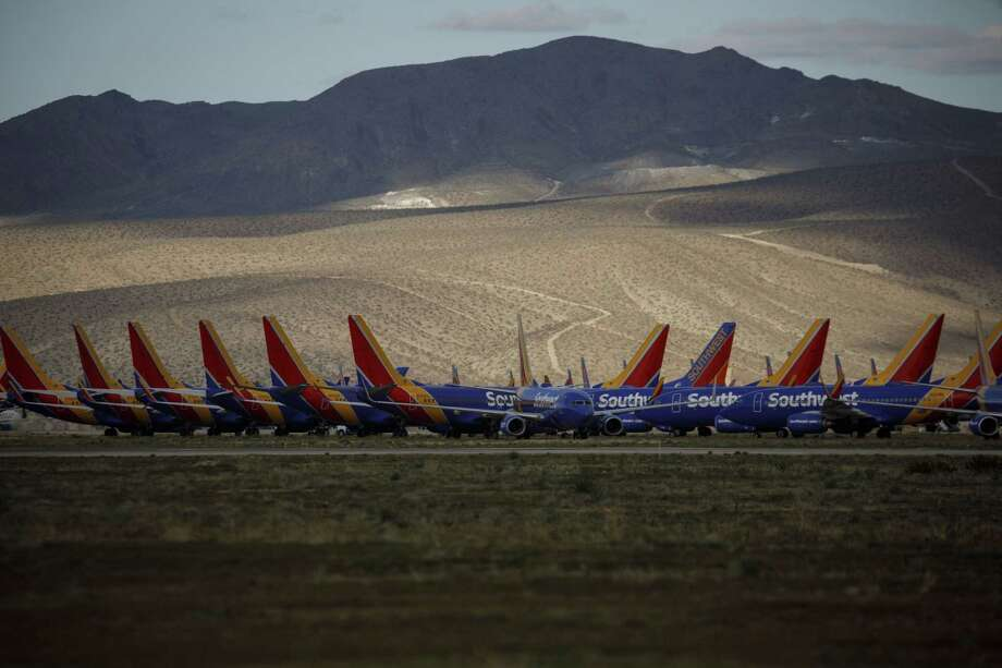 Southwest Airlines aircraft sit parked at a field in Victorville, Calif., on March 23, 2020. Photo: Bloomberg Photo By Patrick T. Fallon. / © 2020 Bloomberg Finance LP