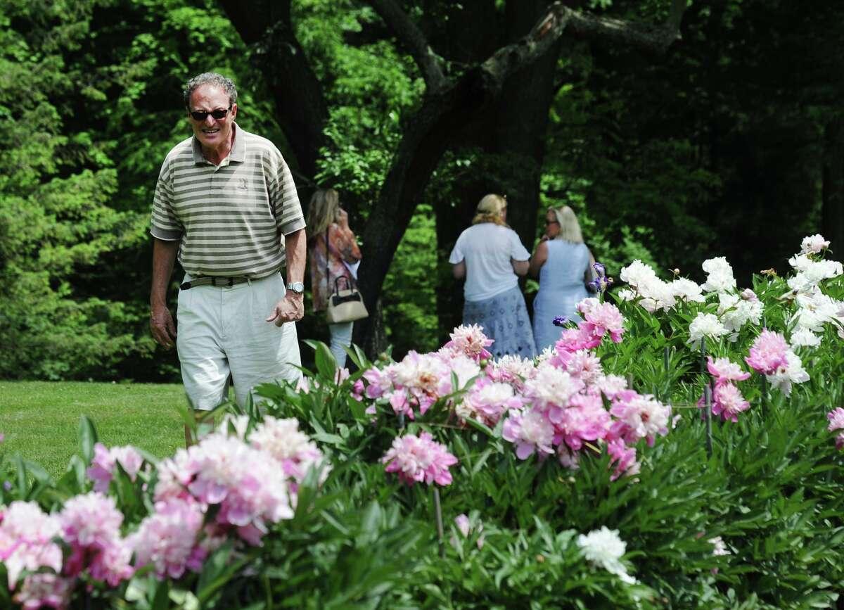 The annual Grandiflora Garden Tour at the participating