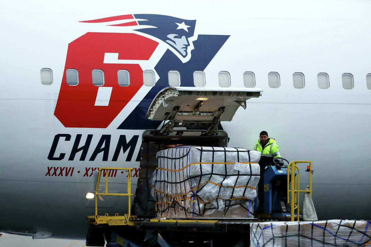 BOSTON, MASSACHUSETTS - APRIL 02: The New England Patriots plane delivers N95 masks from Shenzhen, China to Logan International Airport to slow the spread of the coronavirus (COVID-19) outbreak on April 02, 2020 in Boston, Massachusetts. New England Patriots owner Robert Kraft and his son Patriots President Jonathan Kraft partnered with Massachusetts Governor Charlie Baker to ship the masks which will be split between Massachusetts and New York. (Photo by Maddie Meyer/Getty Images)