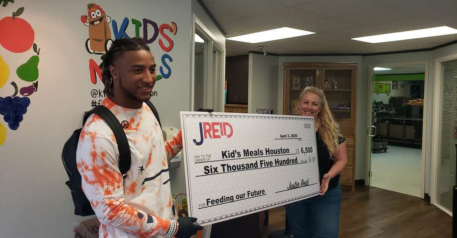 Texans safety Justin Reid partnered with Kid's Meals Houston to package snacks for children in the community. Photo: Aaron Wilson