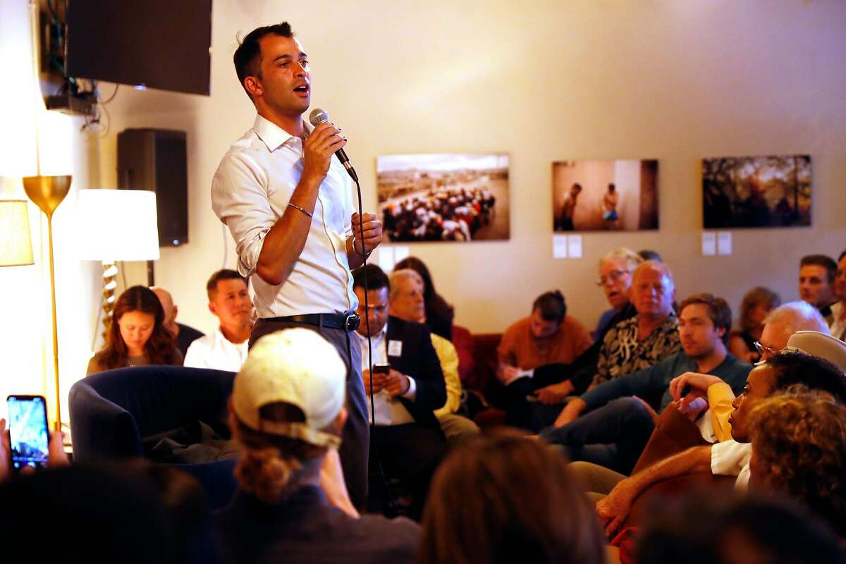 Manny Yekutiel introduces then-presidential candidate Tom Steyer at a political event at Yekutiel's event space in July 2019.