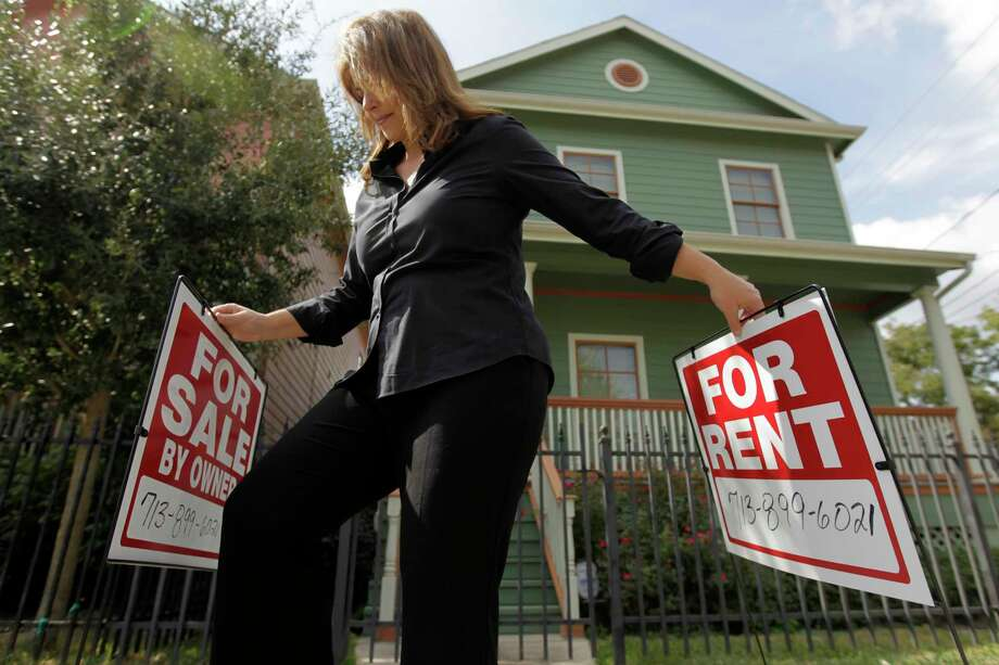 Housing advocates say renters whose income is typically less than half of homeowners do not get a reprieve during the coronavirus crisis. Photo: File Photo / Houston Chronicle
