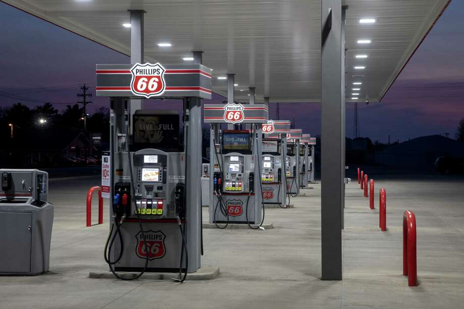Fuel pumps stand empty at a Phillips 66 gas station in Princeton, Illinois, U.S., on Wednesday, April 1, 2020. Even with the combination of some Canadian pullback, stripper wells going offline and announced shale cuts, that may not be enough to stop oil prices from going lower as demand craters and supply from OPEC means major increases in stockpiles in the second quarter. Photographer: Daniel Acker/Bloomberg Photo: Daniel Acker, Bloomberg / © 2020 Bloomberg Finance LP