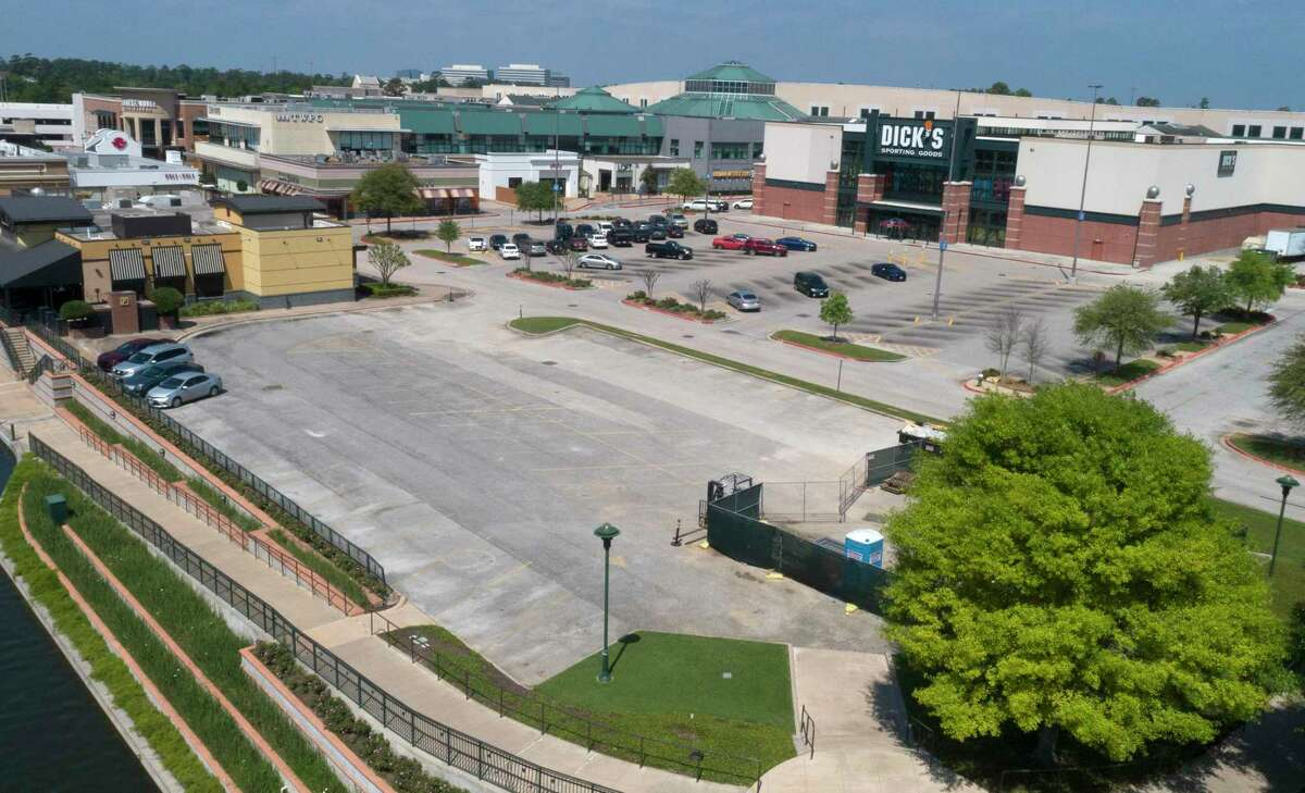 The and shopping center will begin offering curbside retail shopping services, with customers ordering online and picking up the items at a designated location at each shopping venue. The new service follows loosened restrictions on business closures as officials hope to kick-start the economy.The Woodlands Mall is seen, Thursday, March 26, 2020, in The Woodlands.