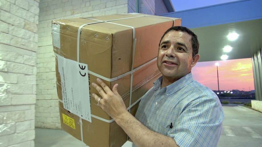 Rep. Henry Cuellar oversaw 20,000 COVID-19 testing kits to Clear Choice ER on Tuesday. Photo: Courtesy