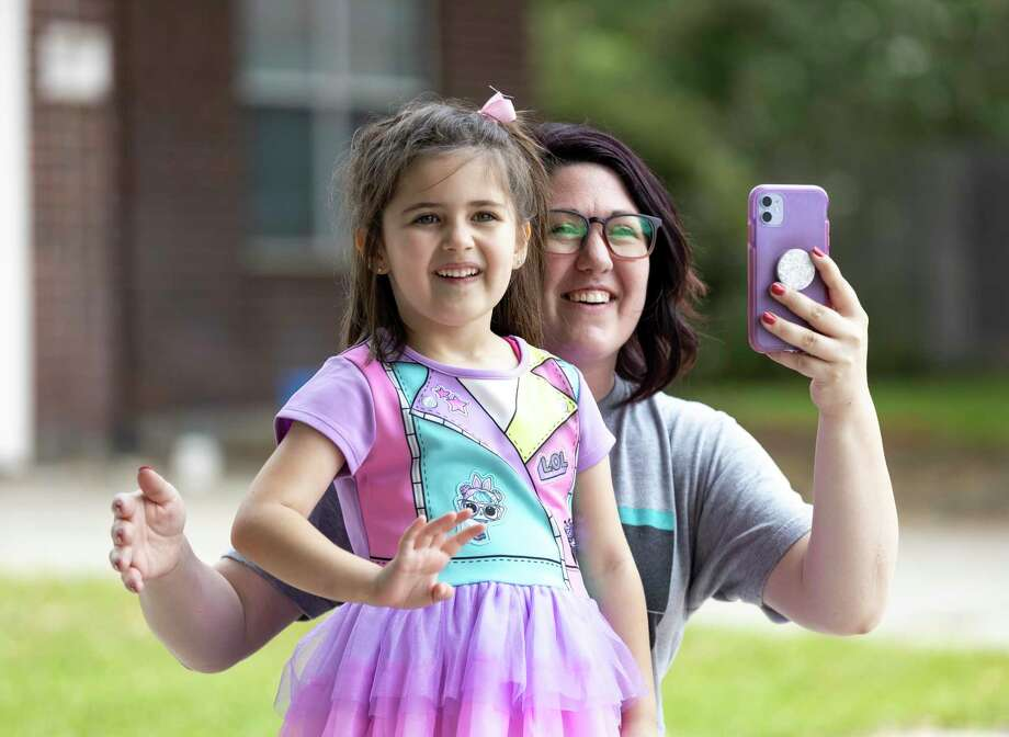 Mikayla Bullock ,5, and her mother, Heather Bullock, react as the Atascocita Fire Department and residents of Eagle Springs wish Mikayla a happy birthday, Thursday, April 2, 2020. Photo: Gustavo Huerta, Houston Chronicle / Staff Photographer / Houston Chronicle © 2020