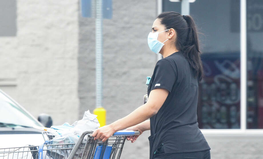 Shoppers wear face masks as part of a new city mandate to help reduce the spread of coronavirus COVID-19, Thursday, Apr. 2, 2020, at Wal-Mart. Photo: Danny Zaragoza/Laredo Morning Times