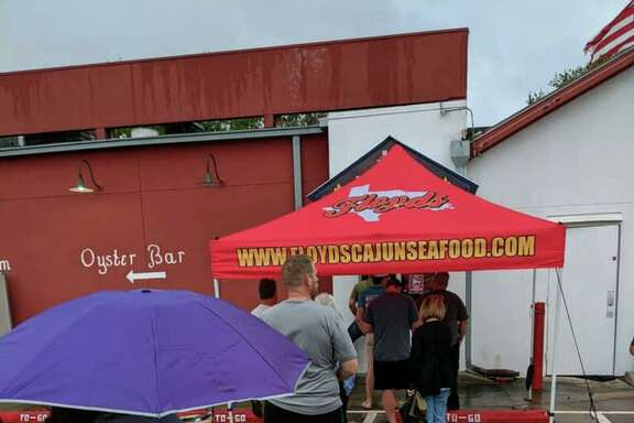 Customers are still flocking to Floyds Cajun Seafood, even in the rain, to remain loyal to one of their favorite restaurants.