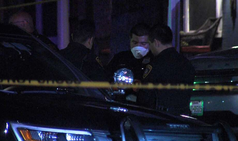 San Antonio police investigate a shooting on the far West Side Saturday, April 4, 2020. Photo: 21 Pro Video
