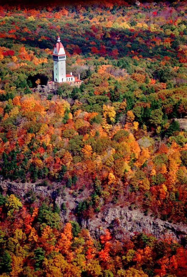 Autumn foliage is at its peak Tuesday, Oct. 19, 1999, surrounding the Hueblein Tower on the top of the Talcott Mountain State Park in Simsbury, Conn., as seen in this aerial photo. (AP Photo/The Hartford Courant, Alan Chaniewski) Photo: ALAN CHANIEWSKI / AP / THE HARTFORD COURANT