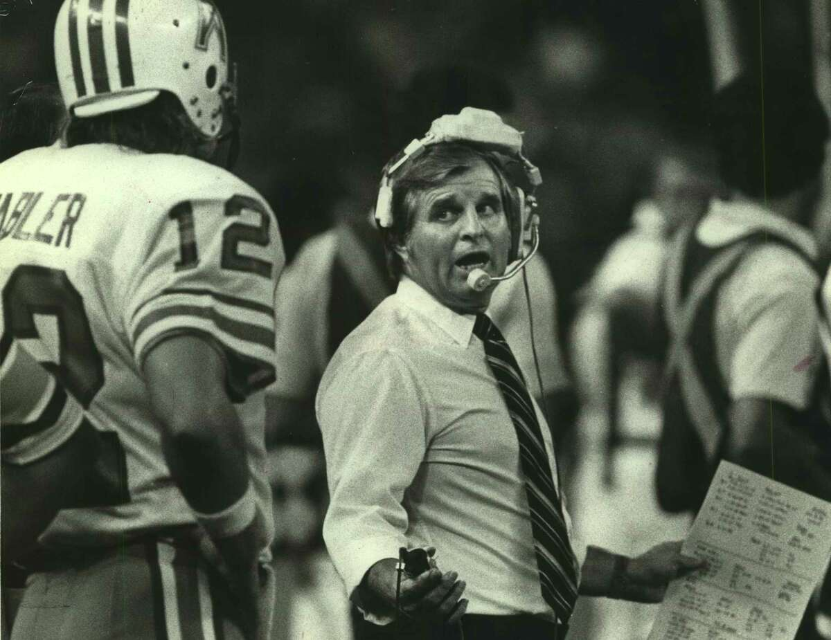 Ed Biles coached eight future Hall of Famers, including quarterback Ken Stabler during his time with the Oilers from 1974-83, which included stints as defensive coordinator and head coach.