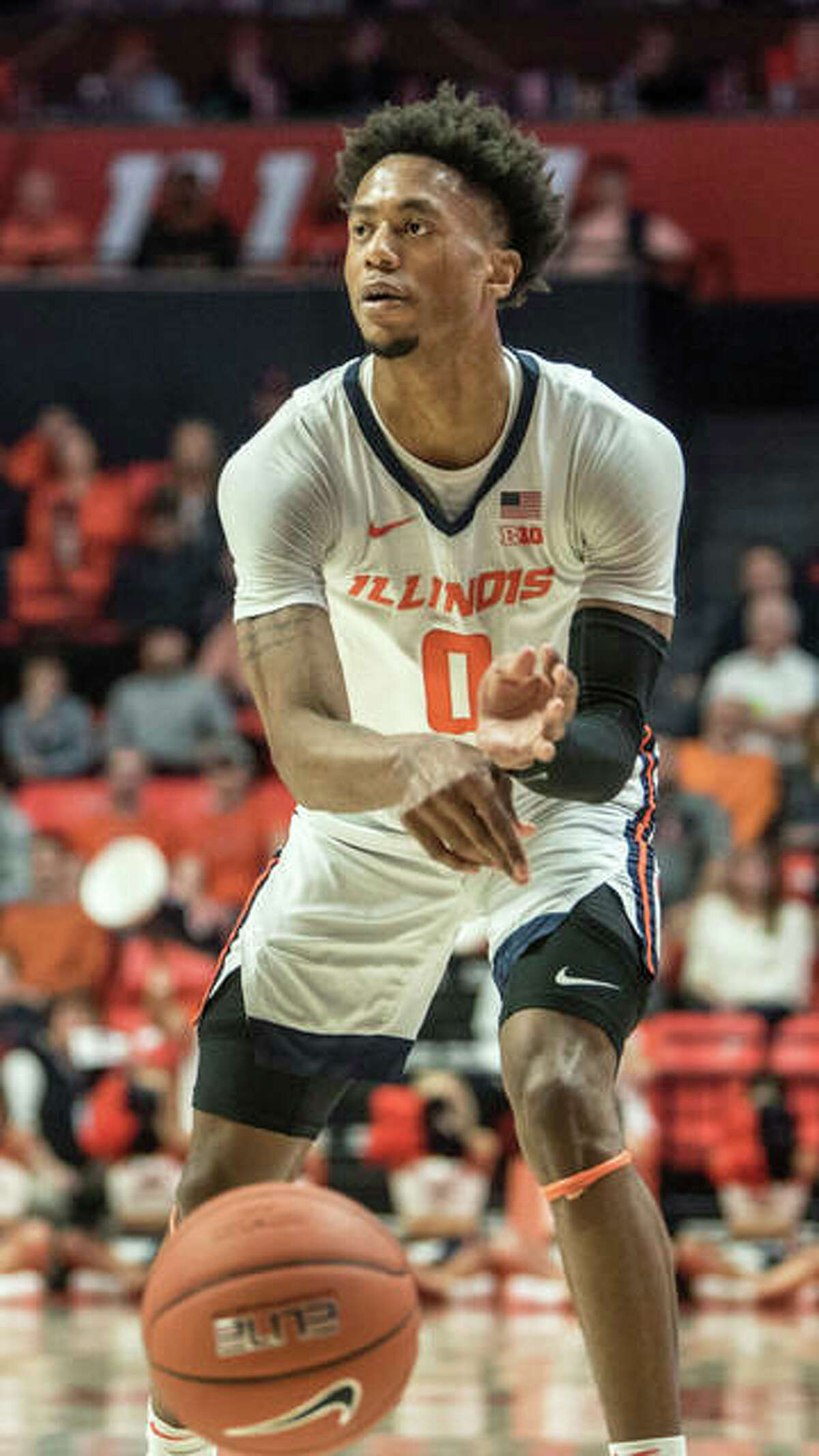 Illinois' Alan Griffin passes the ball against Iowa in a March 8 game in Champaign. Griffin, a sophomore, announced he will transfer from Illinois.