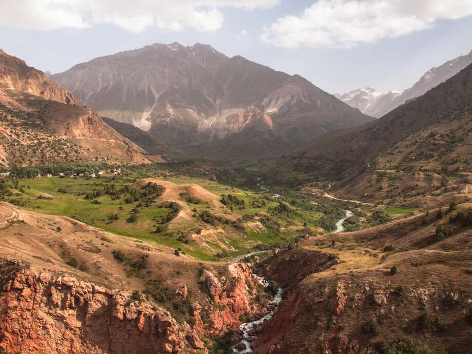 The view of a valley in Tajikistan. Photo: Evgenii Zotov/Getty Images / Evgenii Zotov