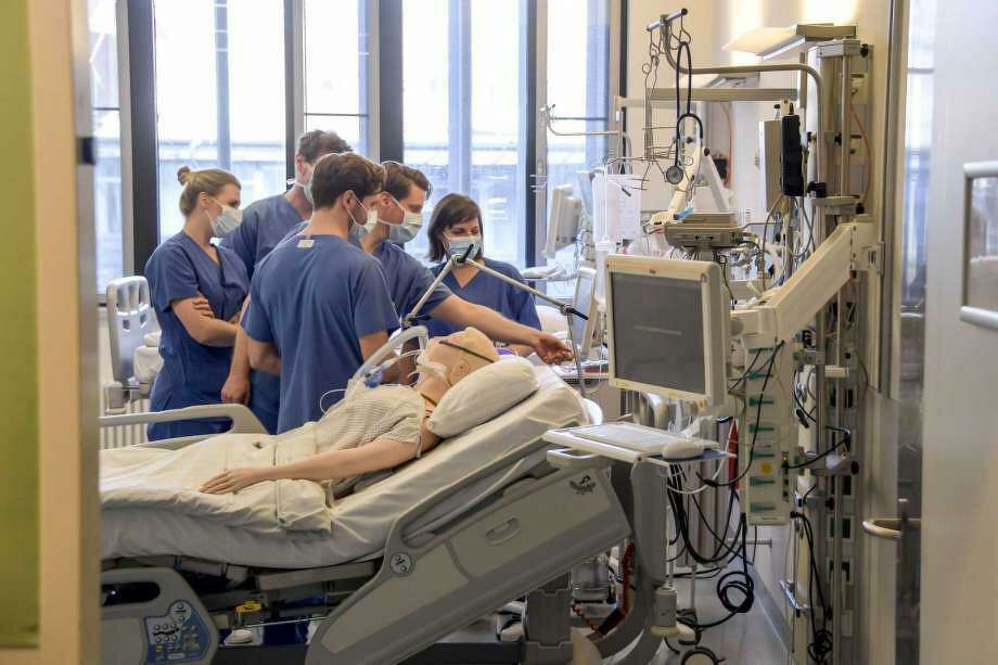 In this Tuesday, March 25, 2020, photo, hospital doctors get instructions on a ventilator at the University Hospital Eppendorf in Hamburg Germany. Germany has seen a steady rise in the number of new coronavirus infections, but so far deaths have been low compared to many of its European neighbors. Photo: Axel Heimken, AP