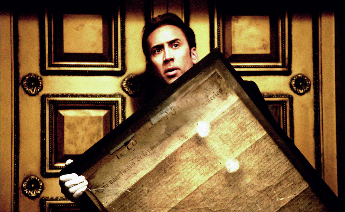 Ben Gates (Nicolas Cage) steals the Declaration of Independence in order to uncover the final clues leading to the treasure his family has chased for generations in