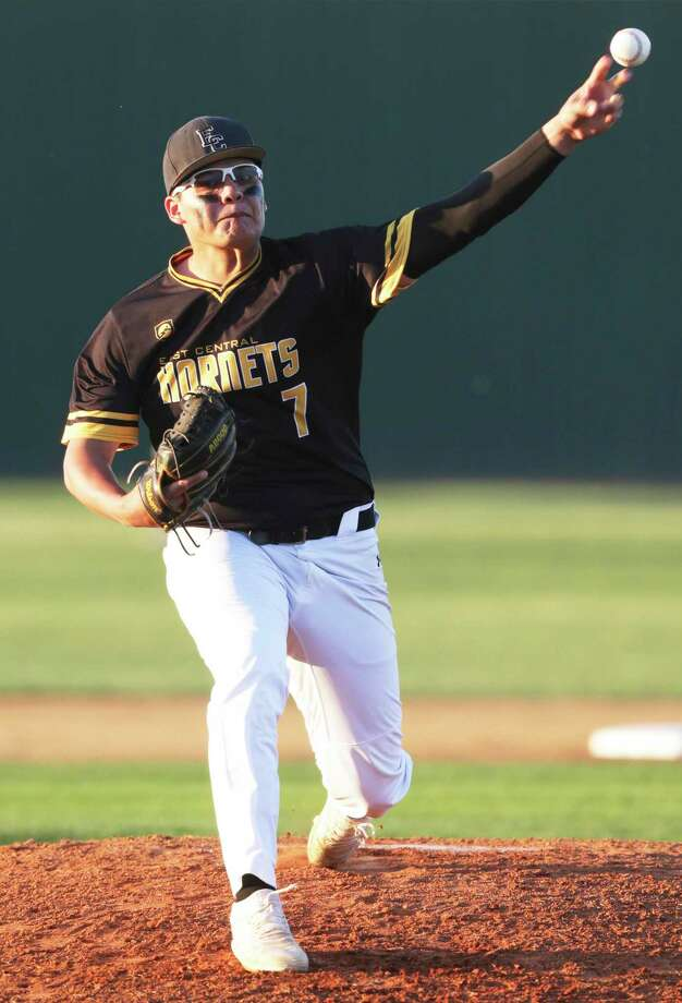 Matthew Luna delivers a pitch in the first inning for the Hornets as Canyon hosts East Central in boys baseball last March. Photo: Tom Reel /Staff Photographer / 2019 SAN ANTONIO EXPRESS-NEWS