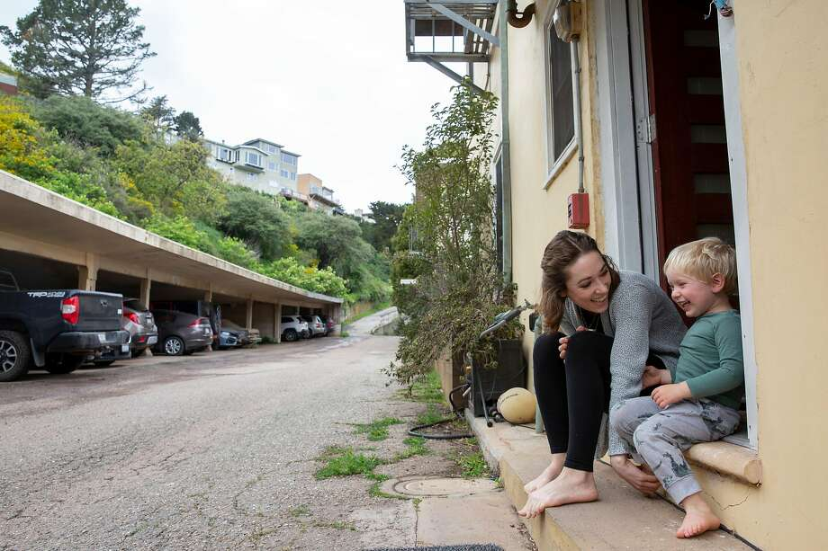 Single parent Izabel Arnold is working from home while sheltering in place with her 3-year-old son, Arlo. Photo: Santiago Mejia / The Chronicle