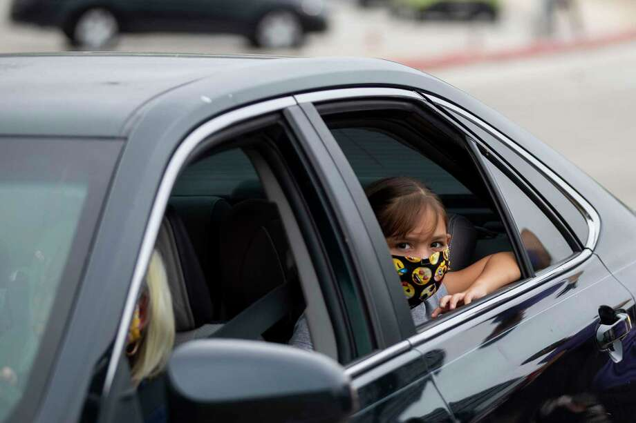 Starting Monday, San Antonio area resident will be required to wear face coverings in public places where social distancing is difficult. Photo: Josie Norris /Staff Photographer / **MANDATORY CREDIT FOR PHOTOG AND SAN ANTONIO EXPRESS-NEWS/NO SALES/MAGS OUT/TV