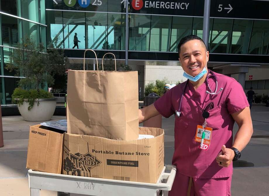 A San Francisco hospital worker accepts a food donation for staff from Frontline Foods. Photo: Courtesy Frontline Food