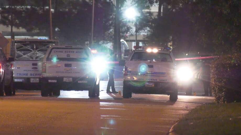 Harris County sheriff's deputies invsetigate a deadly shooting in the 3200 block of Tres Lagunas Drive on Wednesday, April 8, 2020. Photo: OnScene.TV