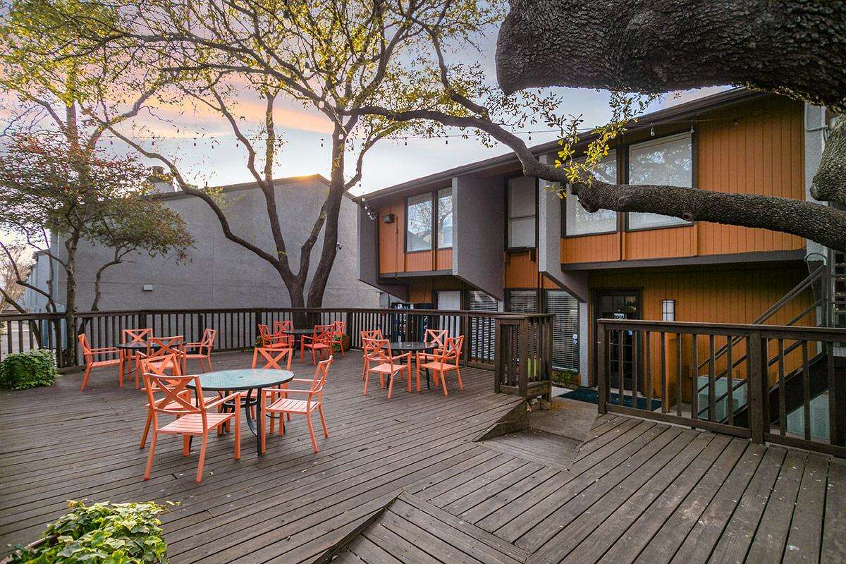 A Dallas investor has purchased theOak Lawn Heights apartmentsat 2600 Arroyo Ave. in Dallas from Houston-based Barvin.
