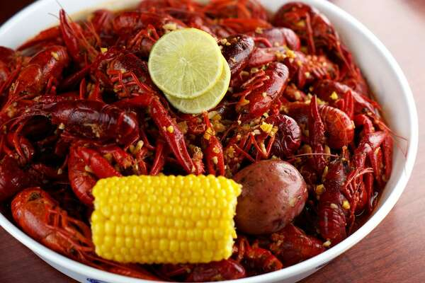 Hank's Crawfish Bar & Grill, 4409 Highway 6 N