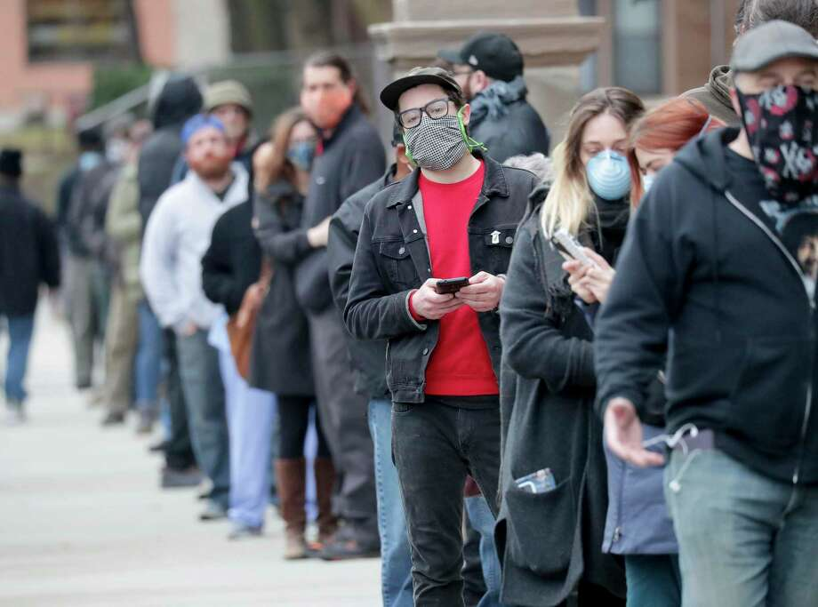 People line up to vote in Milwaukee Tuesday. This isn't sustainable in a pandemic, but the nation also isn't prepared to switch to voting by mail. Photo: Mike De Sisti /Associated Press / USA TODAY NETWORK