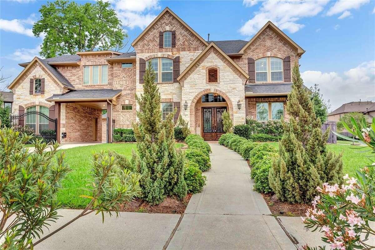 Missouri City: 2 Aliano Court List price: $539,000
