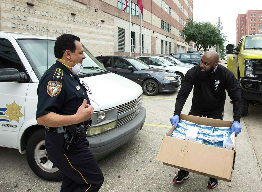 Rap artist Trae Tha Truth donates masks to Harris County Sheriff Ed Gonzalez and the Harris County Jail. Photo: Brett Coomer, Houston Chronicle / Staff Photographer / © 2020 Houston Chronicle