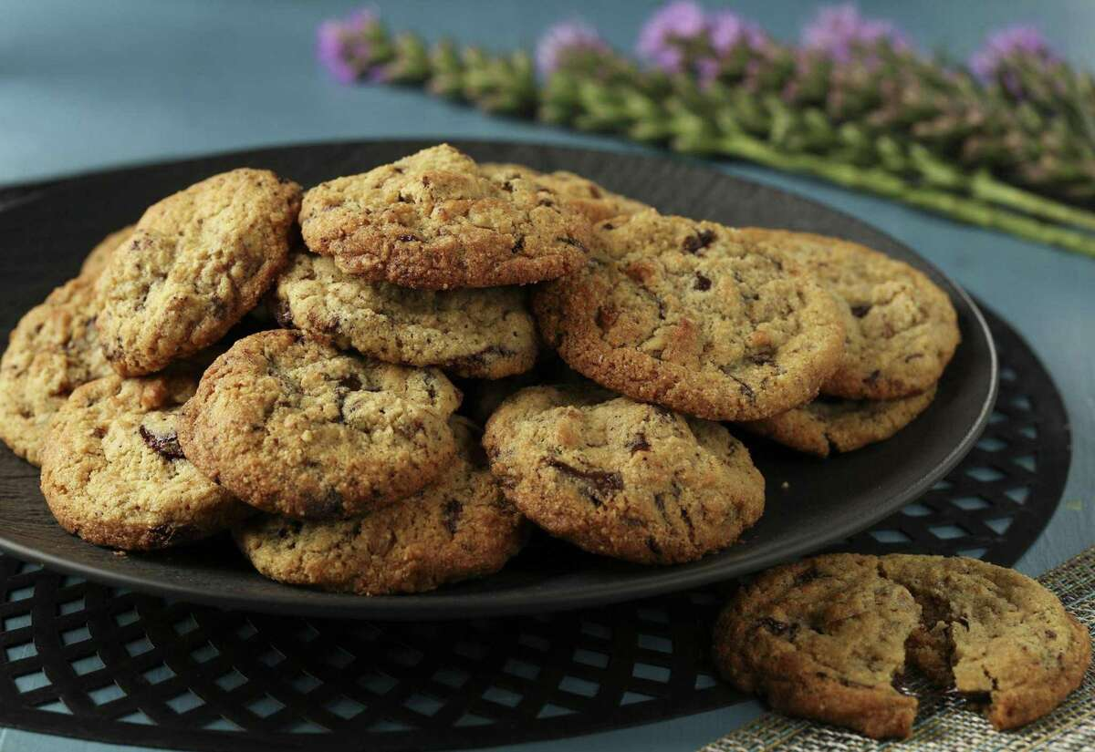 These chocolate and pecan cookies are made with almond flour and brown butter. (Abel Uribe/Chicago Tribune/TNS)