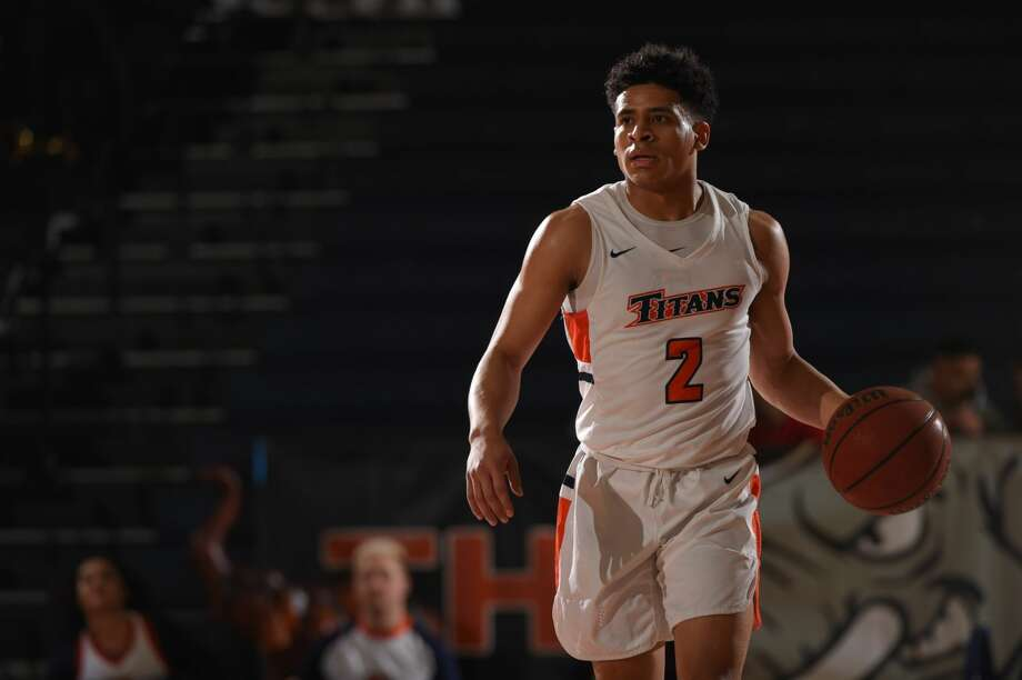 Midland Christian grad Daniel Venzant dribbles the ball for Cal State Fullerton in an undated photo. Photo by Emarie Marie. / Matt Brown