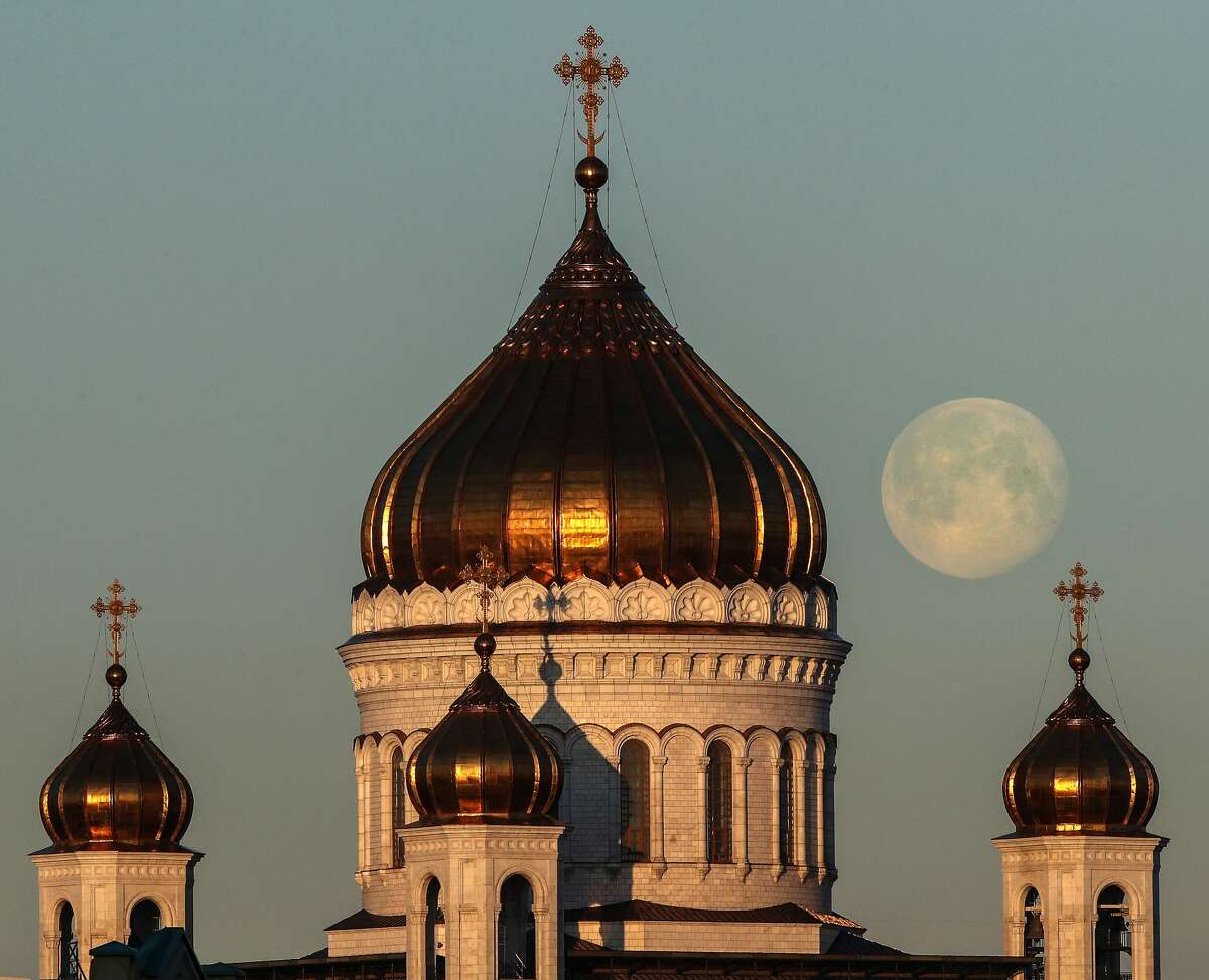MOSCOW, RUSSIA - APRIL 9, 2020: The full moon behind the domes of the Cathedral of Christ the Saviour. Valery Sharifulin/TASS (Photo by Valery Sharifulin\TASS via Getty Images)