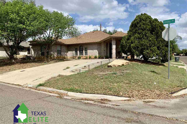 91 Grove Ave. Click the address for more information Subdivision: Terra Hills Amenities: Large Master Bedroom, Dining Room, Washer & Dryer Hookups Garage Description: Single Attached School District: Uisd Beautiful corner home located in North Laredo, close to schools, shopping centers, doctors, and so much more. This fabulous home includes an enclosed porch, decorative ceilings, and spacious bedrooms. A must see!! Ernie Rendon: (956) 286-6692, ernie@txeliterealty.com