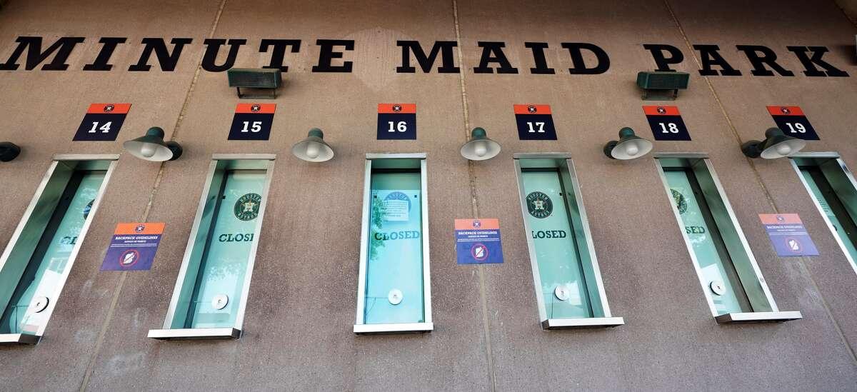 Las boleterías del Minute Maid Park permanecen cerradas durante la pandemia del COVID-19 mientras los Astros no han podido arrancar la nueva temporada de las Grandes Ligas. La novena de Houston debía comenzar la campaña en casa frente a los Angelinos de Los Ángeles.
