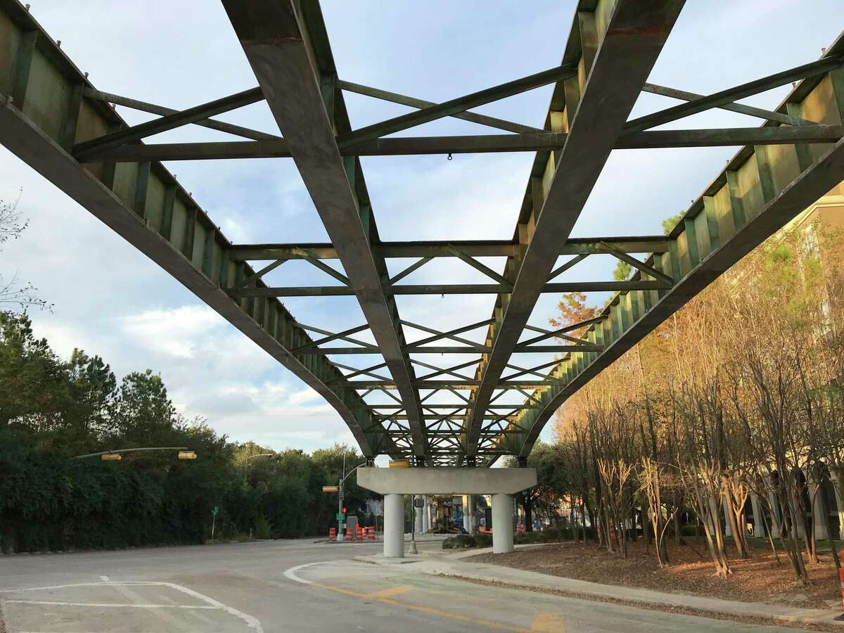 One of the three alternatives that Public Works presented for safety improvements where Midtown and Montrose meet would have kept the Brazos Street ramp from Spur 527 up like this as a kind of infrastructural sculpture.