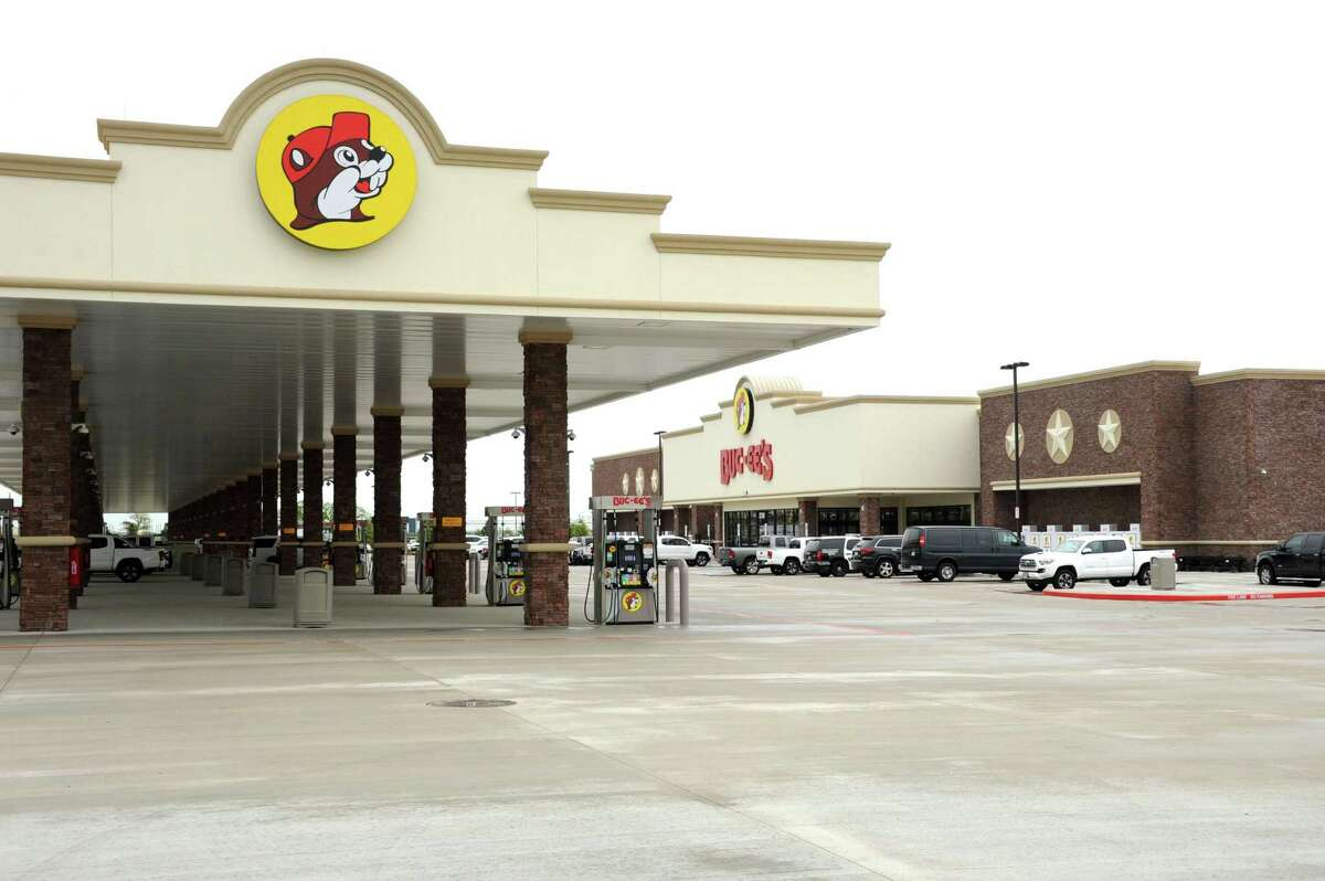 The Katy Buc-ee's has the longest car wash in the world.