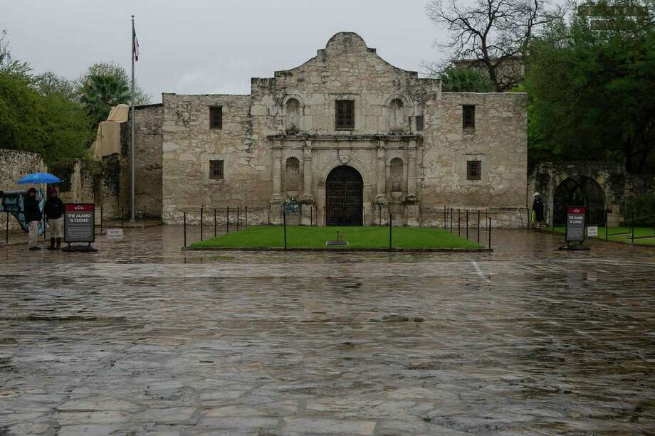 Although some state parks are reopened as part of Gov. Gregg Abbott's plan to jump start the state's economy, the Alamo is reminding visitors the historic site is not included. Photo: Josie Norris / Staff Photographer / **MANDATORY CREDIT FOR PHOTOG AND SAN ANTONIO EXPRESS-NEWS/NO SALES/MAGS OUT/TV