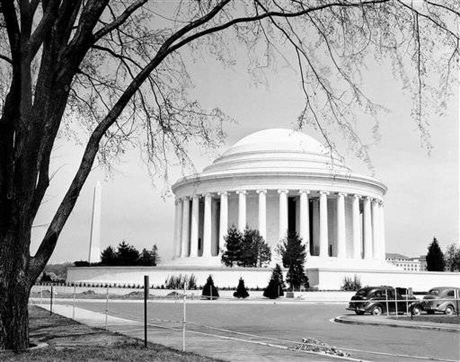 View of new Jefferson Memorial in Washington on April 10, 1943. (AP Photo/Charles Gorry)