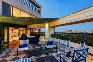 Elegant magic: Photos show dramatic transformation of nearly $7M tri-level Houston penthouse - Photo