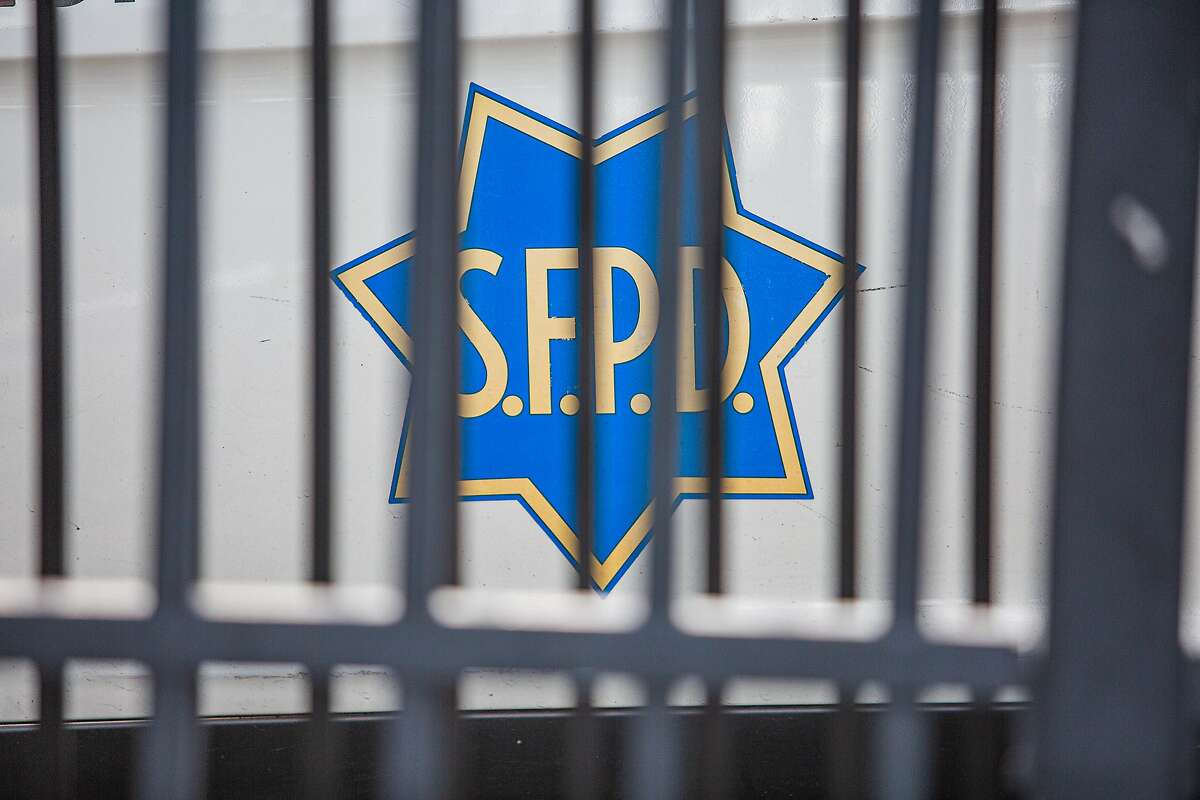 San Francisco Mission Police department was very busy on April 9, 2020 as police shuffled in and out trying to enfirce social distancing.