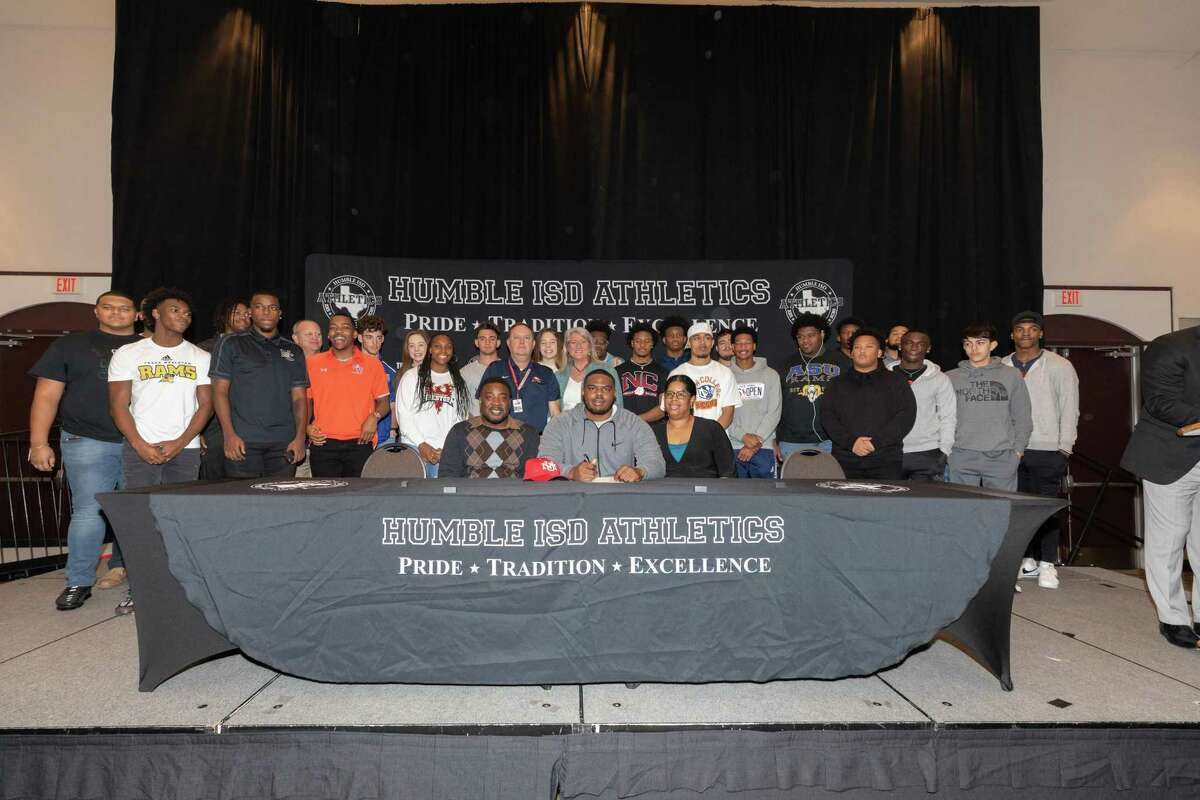 Atascocita's Jermarques Bailey signs to play football at New Mexico University.