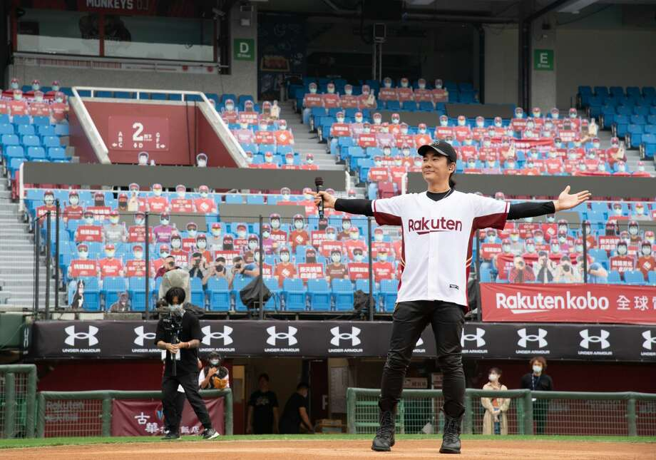 Singer Richie Jen Hsien-chi singing prior to the CPBL season opening game between Rakuten Monkeys and CTBC Brothers at Taoyuan International Baseball Stadium on April 11, 2020 in Taoyuan, Taiwan. Only media and workers for both teams can enter the game. (Photo by Gene Wang/Getty Images) Photo: Gene Wang, Getty Images  / 2020 Getty Images