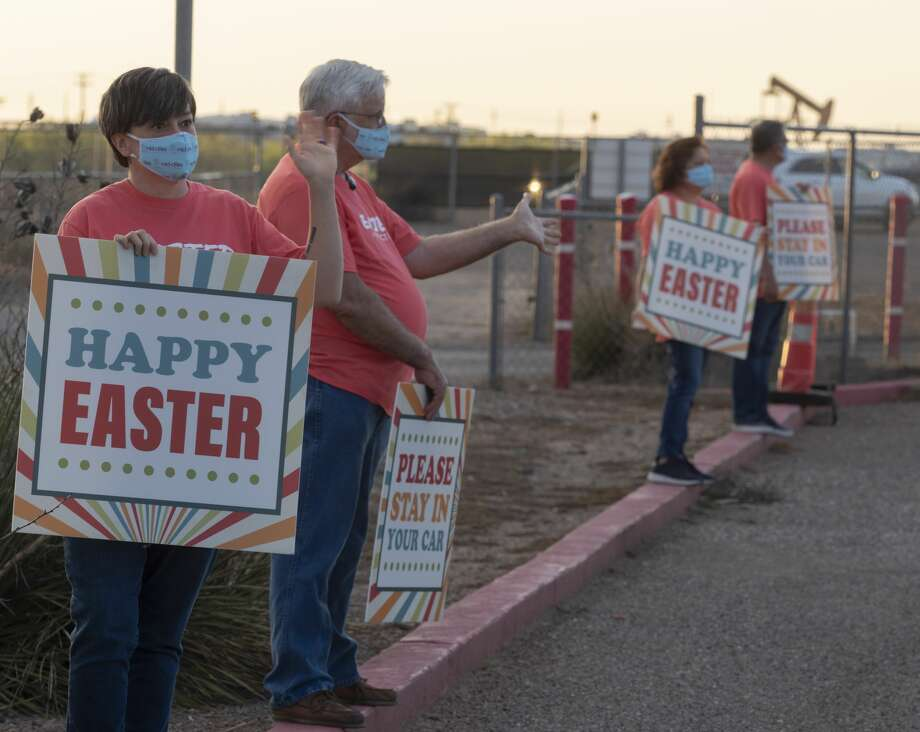Mid Cities staff and volunteers welcome members of the congregation and visitors 04/11/2020 evening to an Easter Sunday service at the Big Sky Drive-In. Tim Fischer/Reporter-Telegram Photo: Tim Fischer/Midland Reporter-Telegram